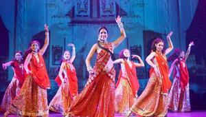 Hintli dansçılar gelmeden biletleri tükendi