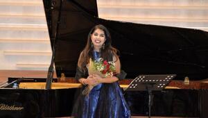 Avustralyada yaşayan Türk opera sanatçısından savaş karşıtı şarkılar