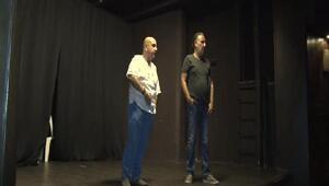 Usta oyuncuları ağırlayan 45 yıllık tiyatro salonu sahip çıkılmayı bekliyor