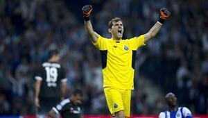 Casillas, Portoda kaldı
