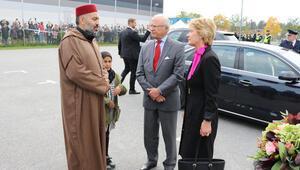 İsveç Kralı, yakılan camiyi ziyaret etti