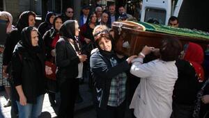 Oğularının öldürdüğü Nazlı, kimsesizler mezarlığında toprağa verildi
