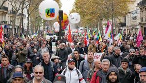 Macron'un 'liberal reformları' 170 noktada protesto edildi