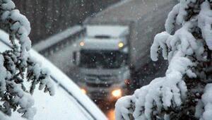 Bolu Dağında kar, ulaşımı zorlaştırdı