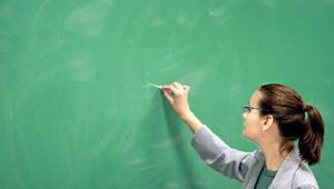 Türkiye'den öğretmen hikayeleri: Sobayı yakan da var, okulu boyayan da