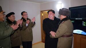 Kim Jong-un füze denemesi sırasında böyle kahkaha atmış