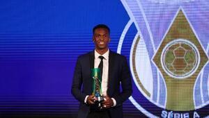 Eski Galatasaraylı Jo Brezilya Serie Ada yılın futbolcusu seçildi