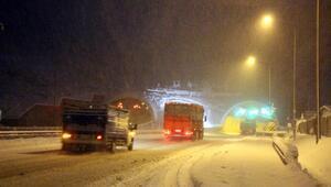 Bolu Dağında kar ulaşımı zorlaştırdı