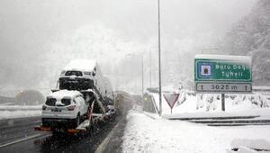 Bolu Dağında kar ulaşımı zorlaştırdı (2)