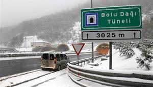 Bolu Dağında kar ulaşımı aksatıyor