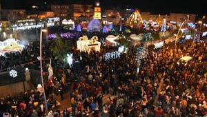 Marmariste 15 bin kişi yılbaşını sokakta kutladı