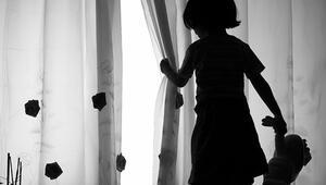 Küçük çocuğun annesinin yatağına bıraktığı not dehşeti ortaya çıkardı