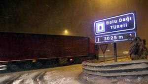 Bolu Dağı Tünelinde kar yağışı etkili oluyor