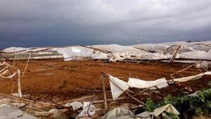 Antalyada fırtına yıktı- geçti, altgeçitler suyla doldu