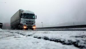 Bolu Dağında kar ve sis ulaşımı etkiledi