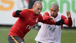 De Jong Cimboma imzayı attı Sneijderin babası kazandı...