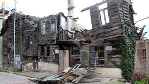 İneboluda şiddetli fırtına eski binalara zarar verdi