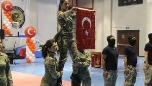 Kadın jandarma personelinden nefes kesen gösteri