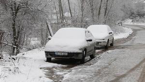 İstanbulun yanı başında kar yağışı başladı