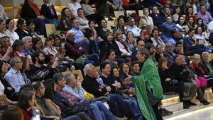 Ali Poyrazoğlu 'Filizler' için sahneye çıktı