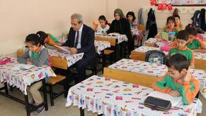 Başkan Demirkol, öğrencilerle kitap okudu