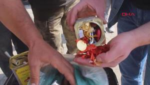Hurda sobadan çıkan 100 çeyrek altını sahibine teslim etti