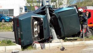 Direğe çarpan otomobildeki çift öldü, torunları yaralandı