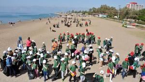 2nci sınıf öğrencileri, Lara Sahilini temizledi