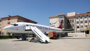 Yolcu uçağı; lisede müze, kütüphane ve sinema salonu oluyor