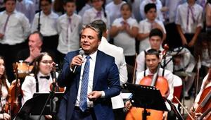 Başkan Uysal gençlerle aynı sahnede
