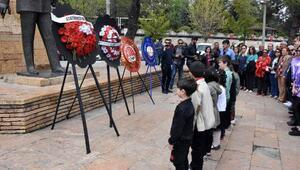 CHP ve derneklerden 23 Nisan kutlaması