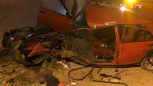 Minibüs otomobile çarptı: 11 yaralı