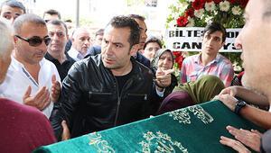 Müzisyen Onurcan Özcan son yolculuğuna uğurlandı