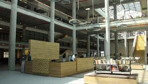 Üniversite adayları sınava İZÜ Kütüphanesinde hazırlanıyor