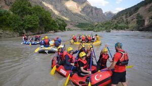 Zap Suyunda rafting eğitimi
