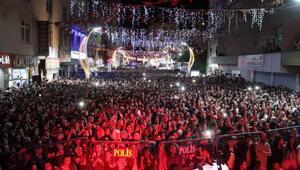 Yusuf Güneyin Hakkari konserinde sürpriz evlilik teklifi
