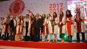 İstanbul Yeni Yüzyıl Üniversitesi 7'inci mezunlarını verdi