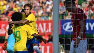 Neymar yine attı, zirveye bir adım daha yaklaştı