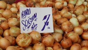 Soğan halde 3,5 pazarda 7 lira, nedeni stokçular mı