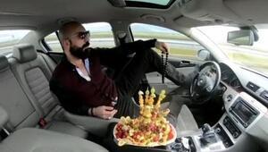 Ayağıyla otomobil kullanıp, meyve yiyen magandaya 6 yıl hapis istemi