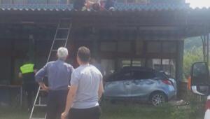 Avukat, takla atan otomobilinden savrulup balkon saçağına uçtu