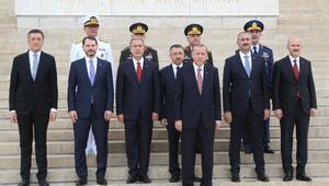 Cumhurbaşkanı Erdoğan ve YAŞ üyeleri Anıtkabirde