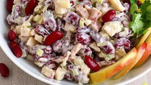 Yaza Yaraşır Canlılıkta: Elmalı Kırmızı Barbunya Salatası