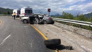 İneboluda 2 otomobil çarpıştı: 3 yaralı