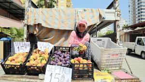 Üreticiden tüketiciye şeftali Mezitli sokaklarında