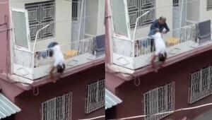 Vahşet Balkon korkuluğunda asılı kaldı…