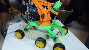 Yaz kursunda, dört işlem sorusu çözen robot ürettiler