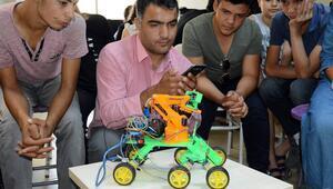 Dört işlem sorusu çözen robot ürettiler