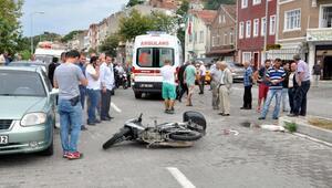 Yolun karşısına geçmek isteyen çocuğa motosiklet çarptı