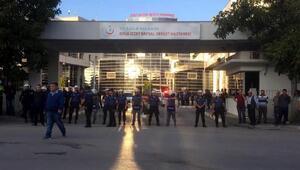 Hırsızlık şüphelisinin yakınları hastane önünde olay çıkardı: 3ü polis 6 yaralı, 5 gözaltı